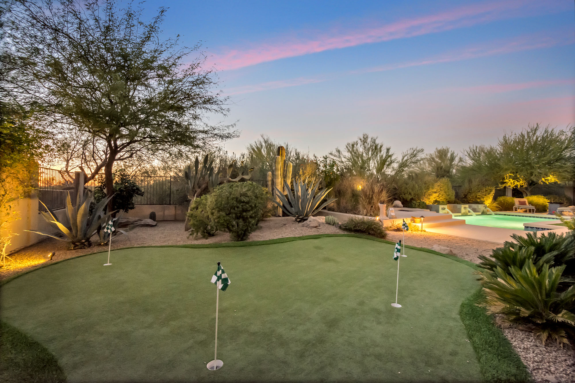 7710 E Evening Glow Dr Scottsdale, AZ 85266 Putting Green